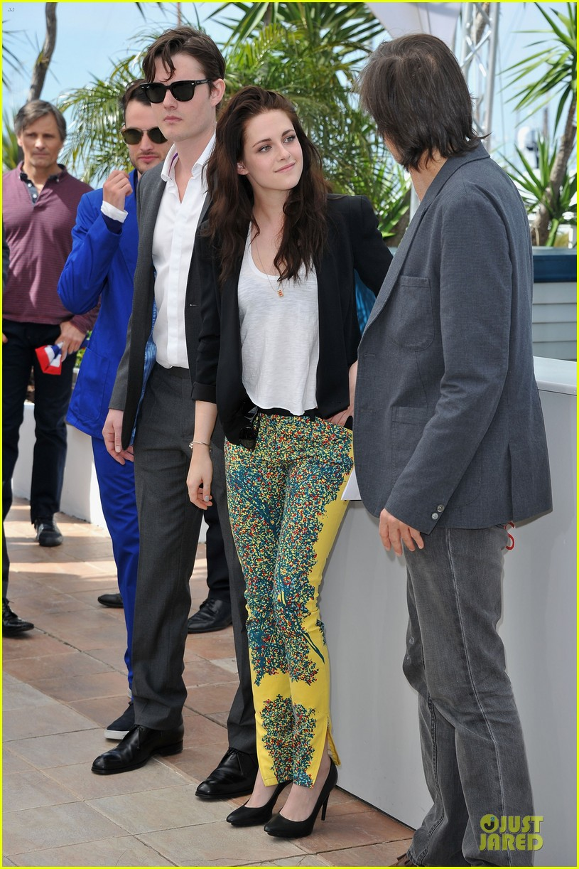 kristen stewart kirsten dunst on road photo call 30