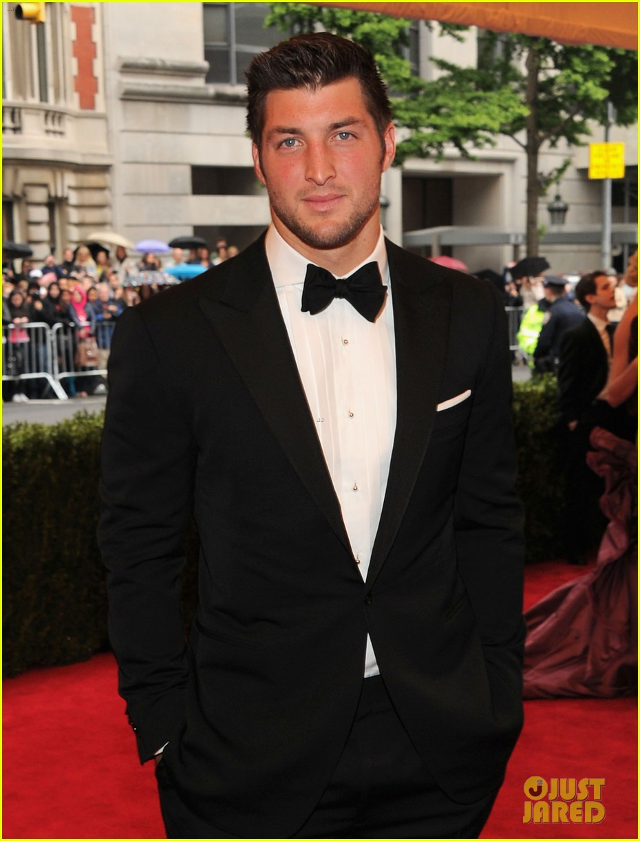 tim tebow met ball 2012 03