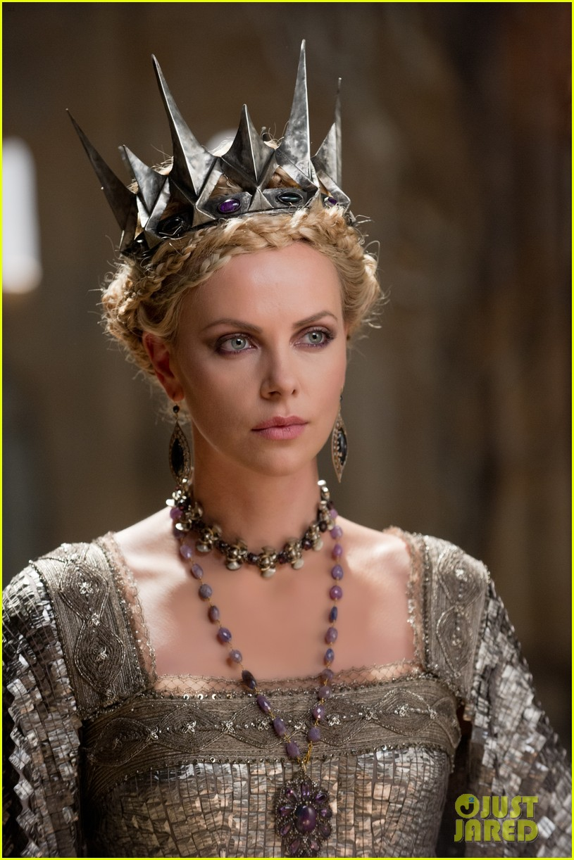 kristen stewart charlize theron new snow white stills 07
