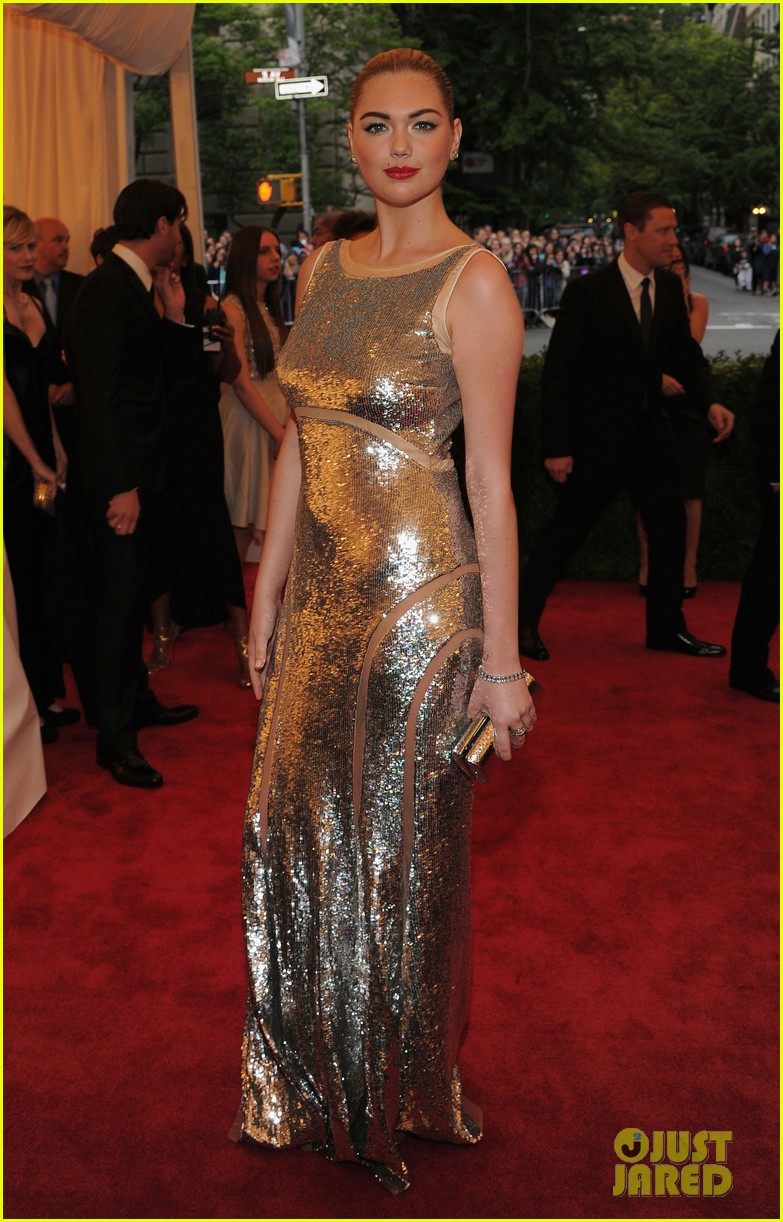 kate upton met ball 2012 01
