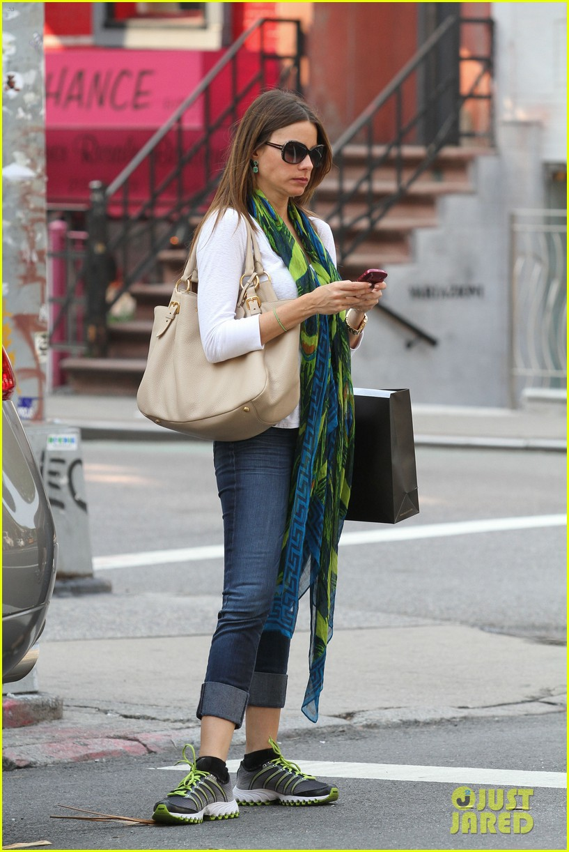 sofia vergara shopping in nyc 05