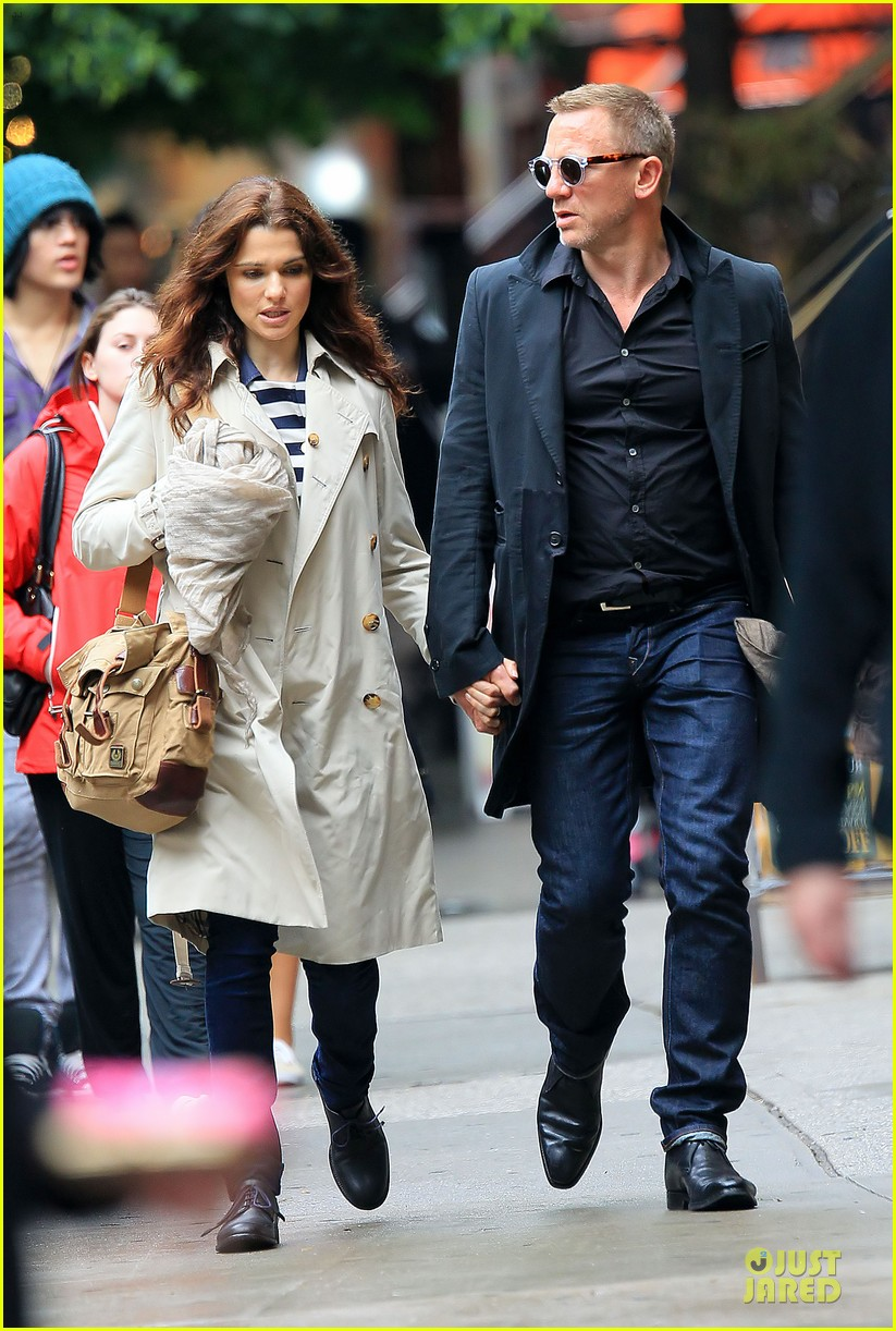 Full Sized Photo of rachel weisz daniel craig hold hands nyc 05 ...