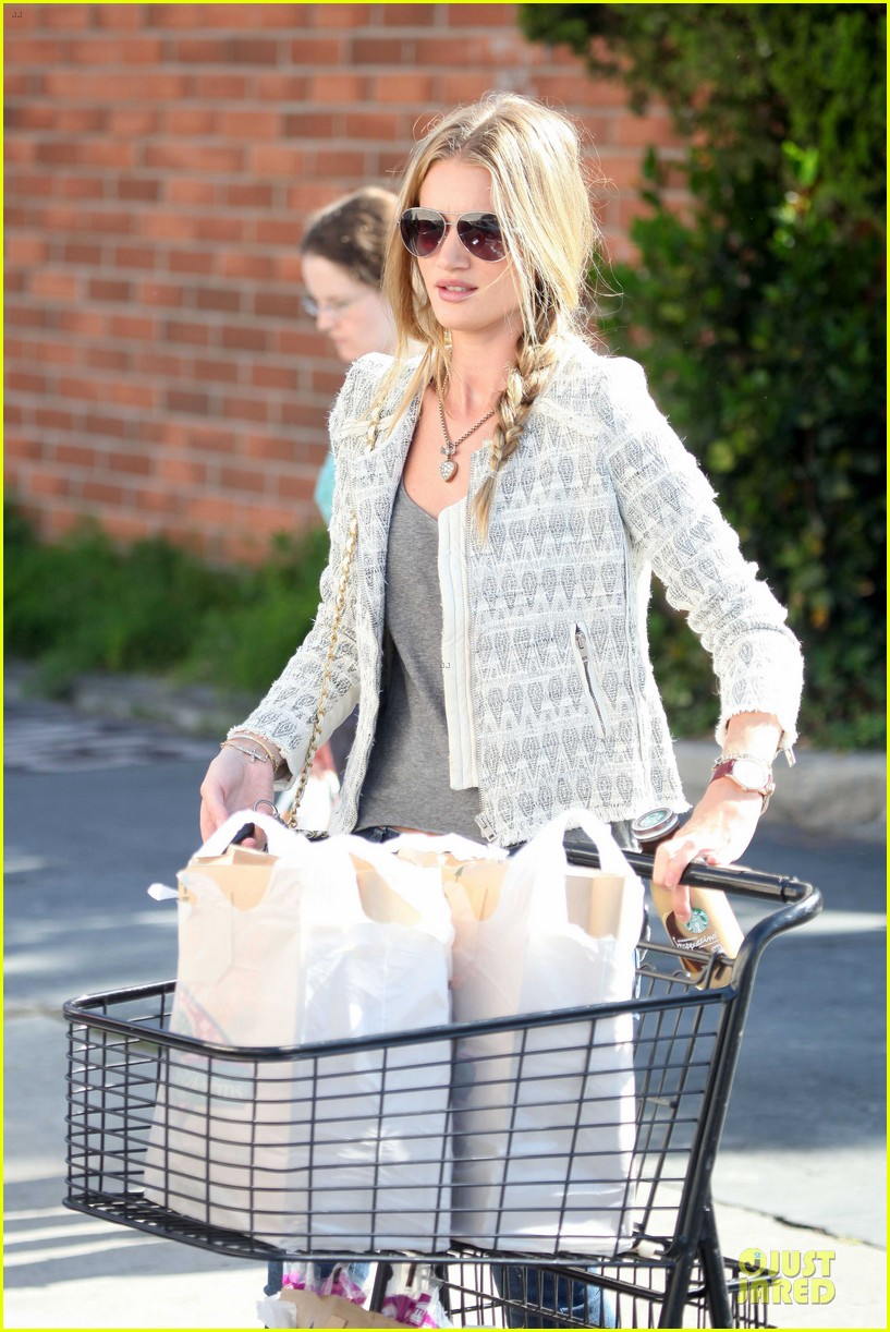 rosie huntington whiteley bristol farms grocery shopping 02