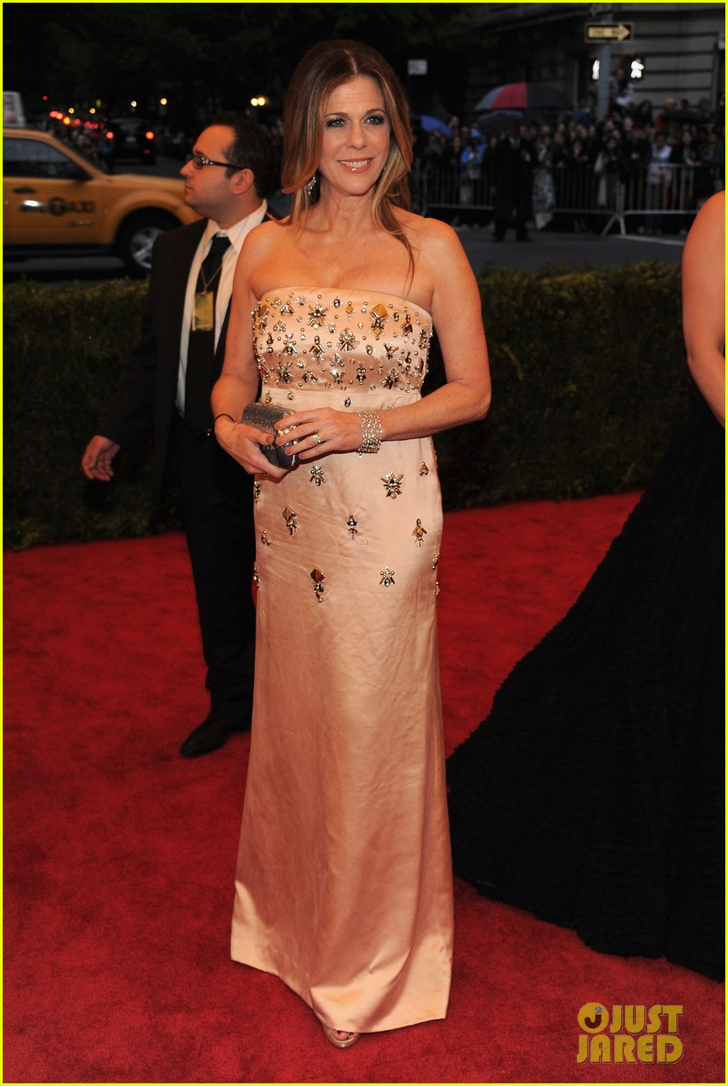 rita wilson grace coddington 2012 met ball 03