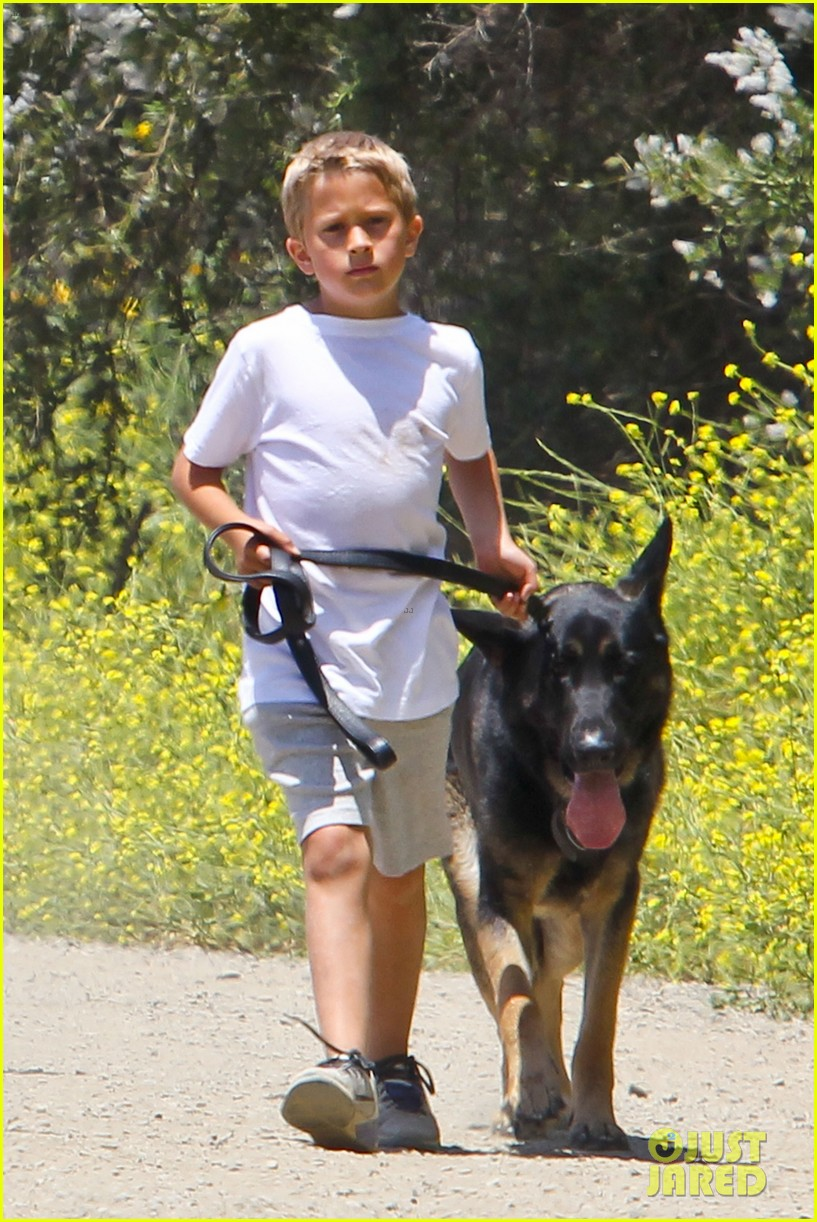 reese witherspoon hiking dad john 04