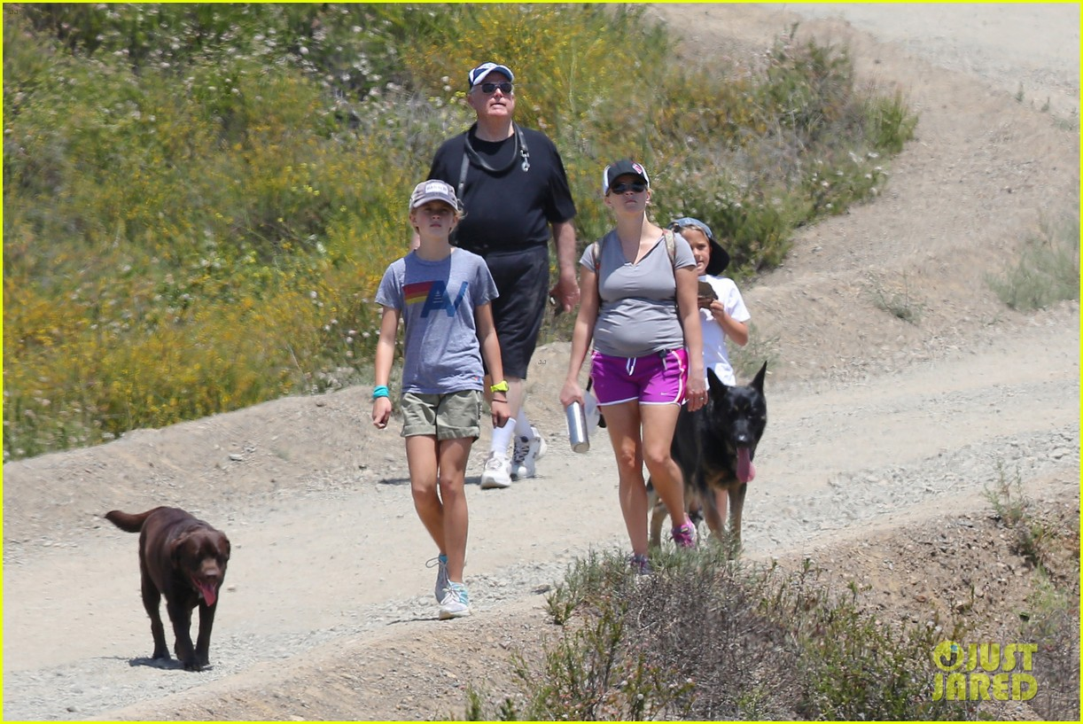 reese witherspoon hiking dad john 06