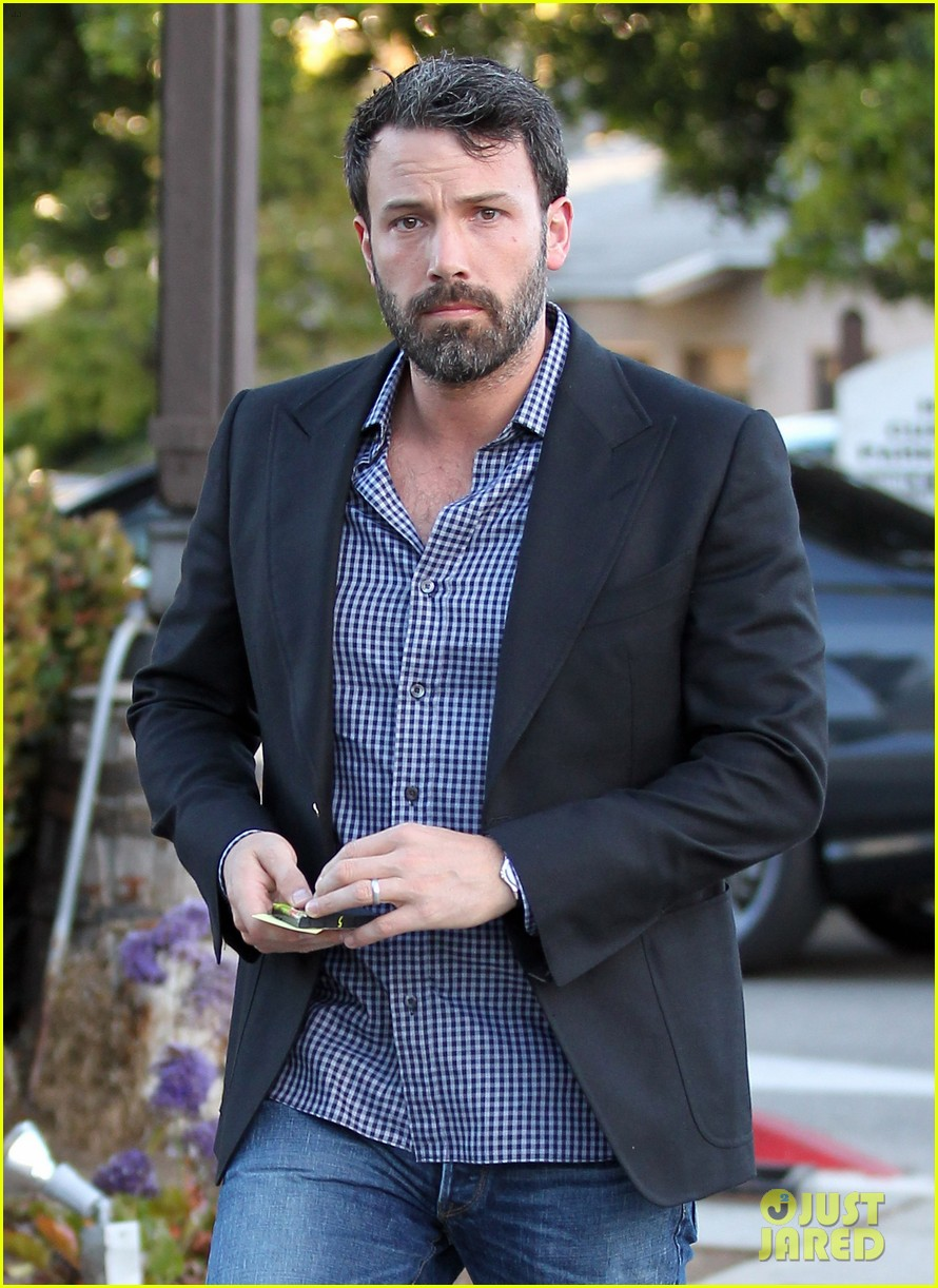 ben affleck solo stroll on anniversary 042681334
