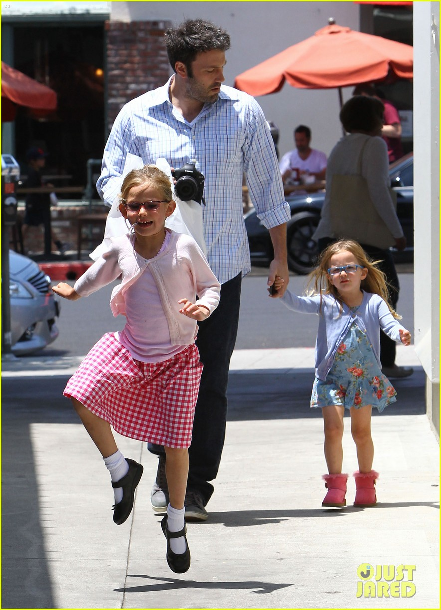 garner affleck family time 05