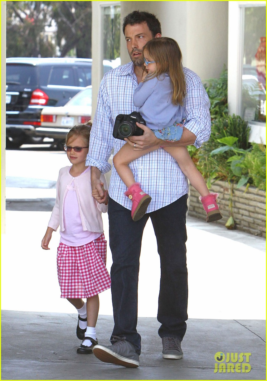 garner affleck family time 132670038
