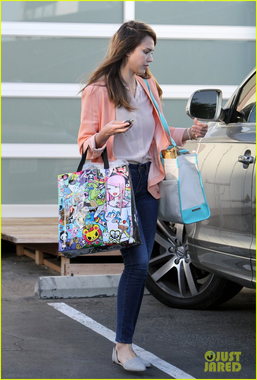 jessica alba saturday family outing 07