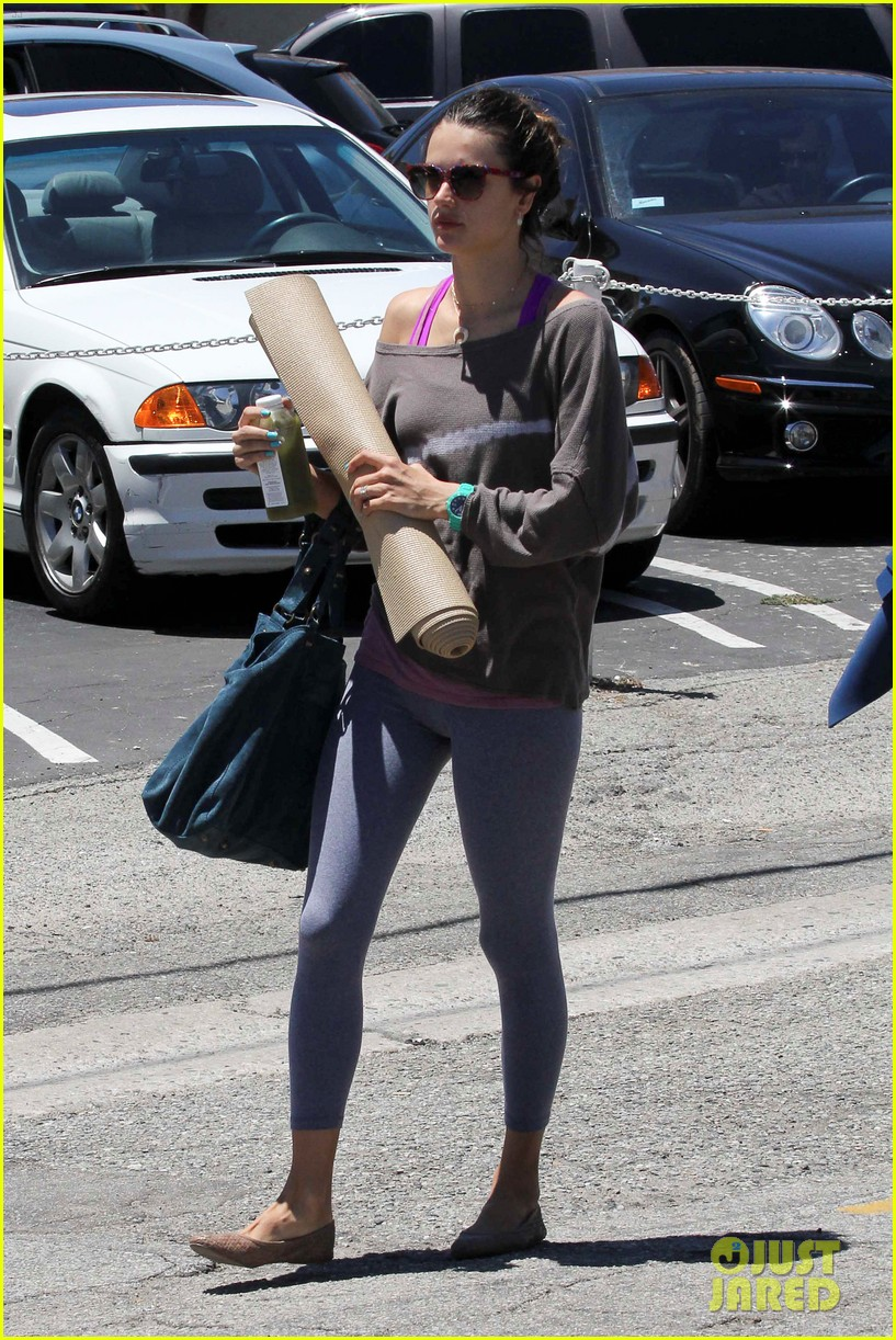alessandra ambrosio leaving yoga 11