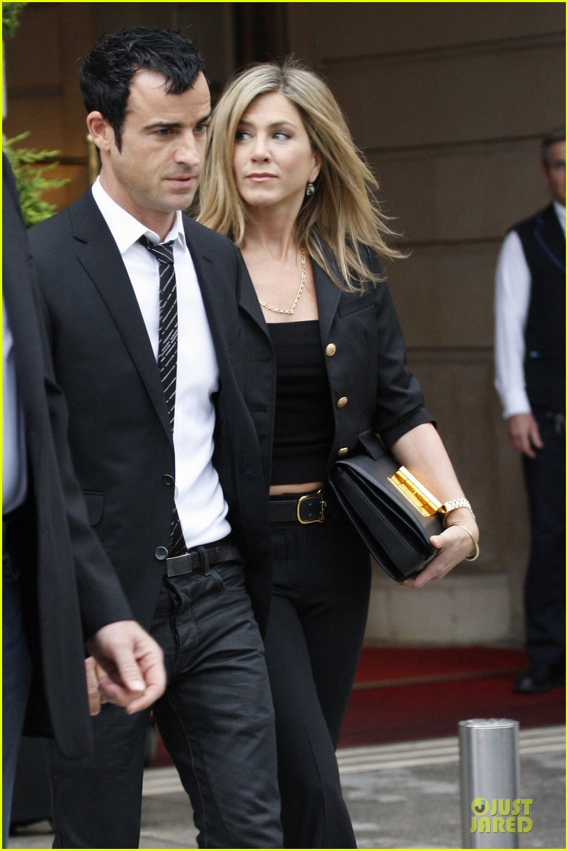jennifer aniston justin theroux eiffel tower 12