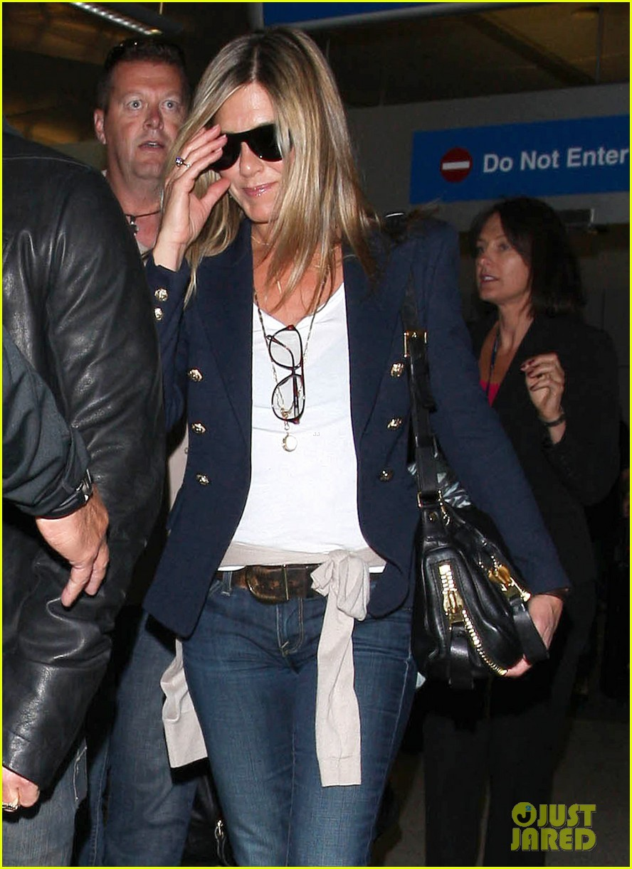 jennifer aniston justin theroux lax airport 04