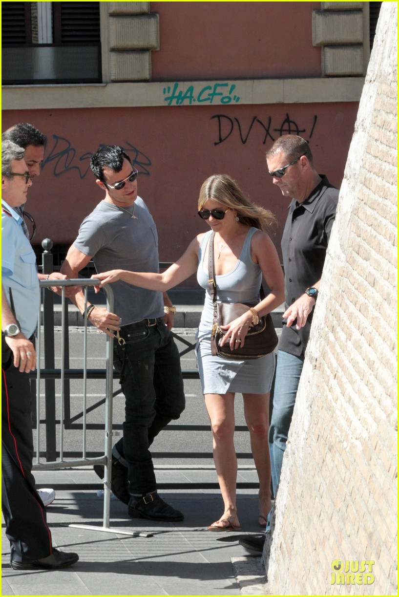jennifer aniston justin theroux rome 01