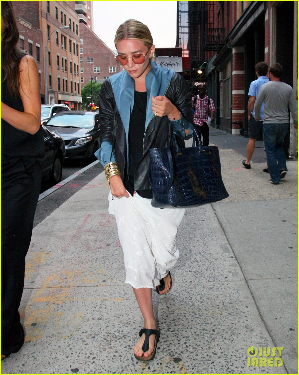 ashley olsen nyc stroll 01