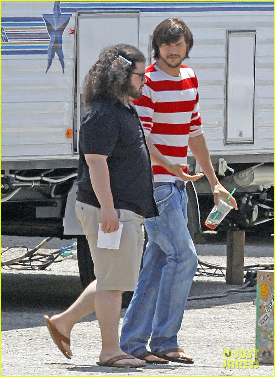ashton kutcher stripes on jobs set 03
