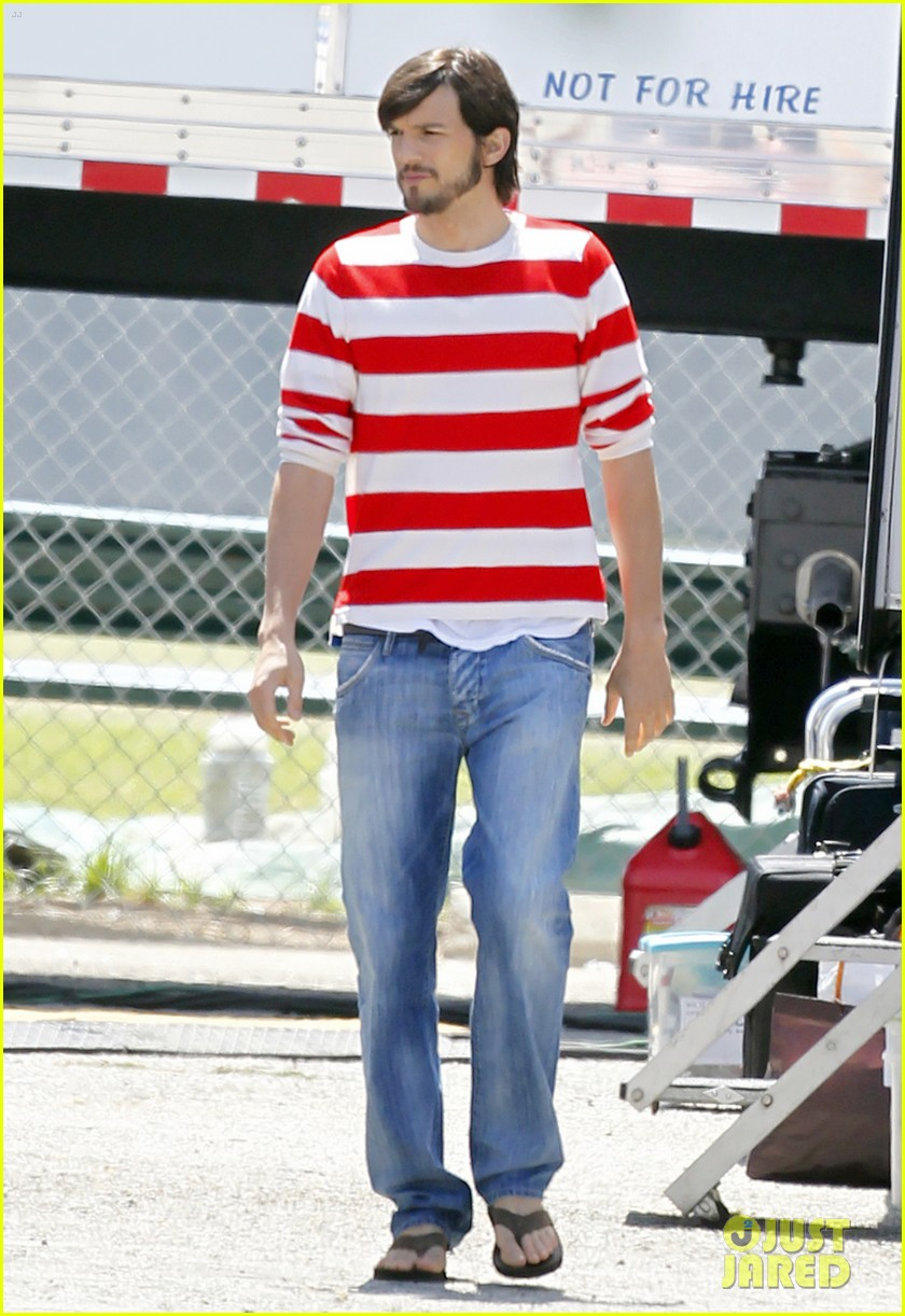ashton kutcher stripes on jobs set 05