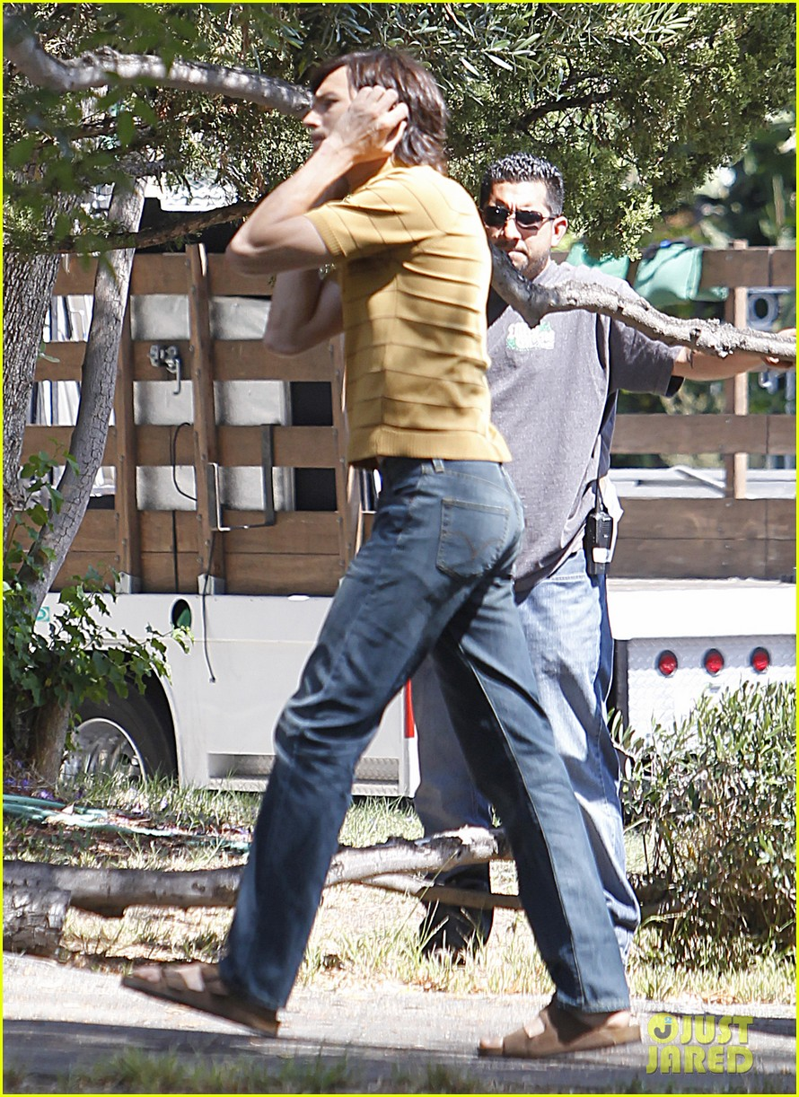 ashton kutcher stripes on jobs set 10