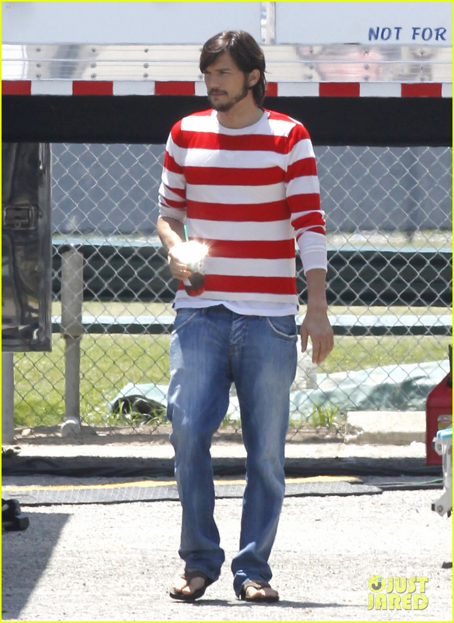 ashton kutcher stripes on jobs set 15