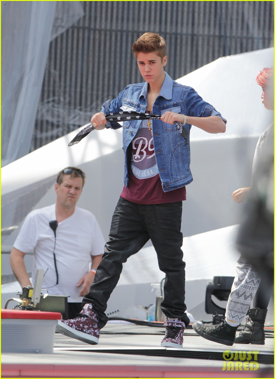 justin bieber rehearsing. Black Bedroom Furniture Sets. Home Design Ideas