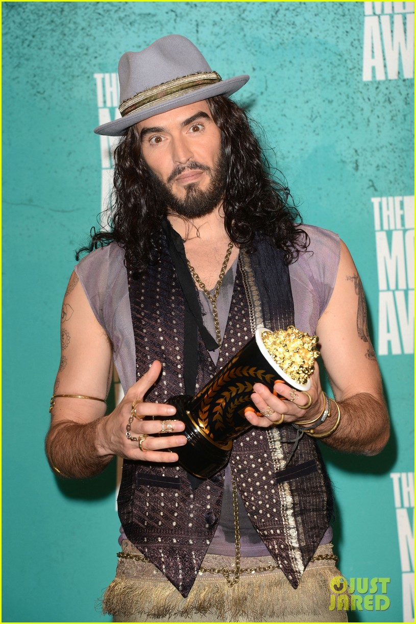 russell brand hosting mtv awards 03