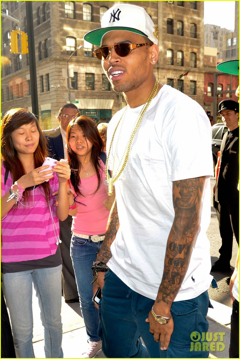chris brown dont wake me up video premiere watch now 02