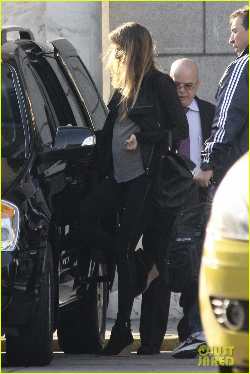 gisele bundchen brazil baby bump 07