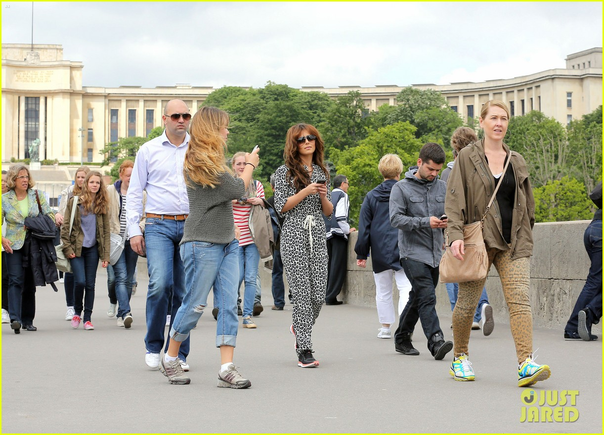 cheryl cole sightseeing in paris 03