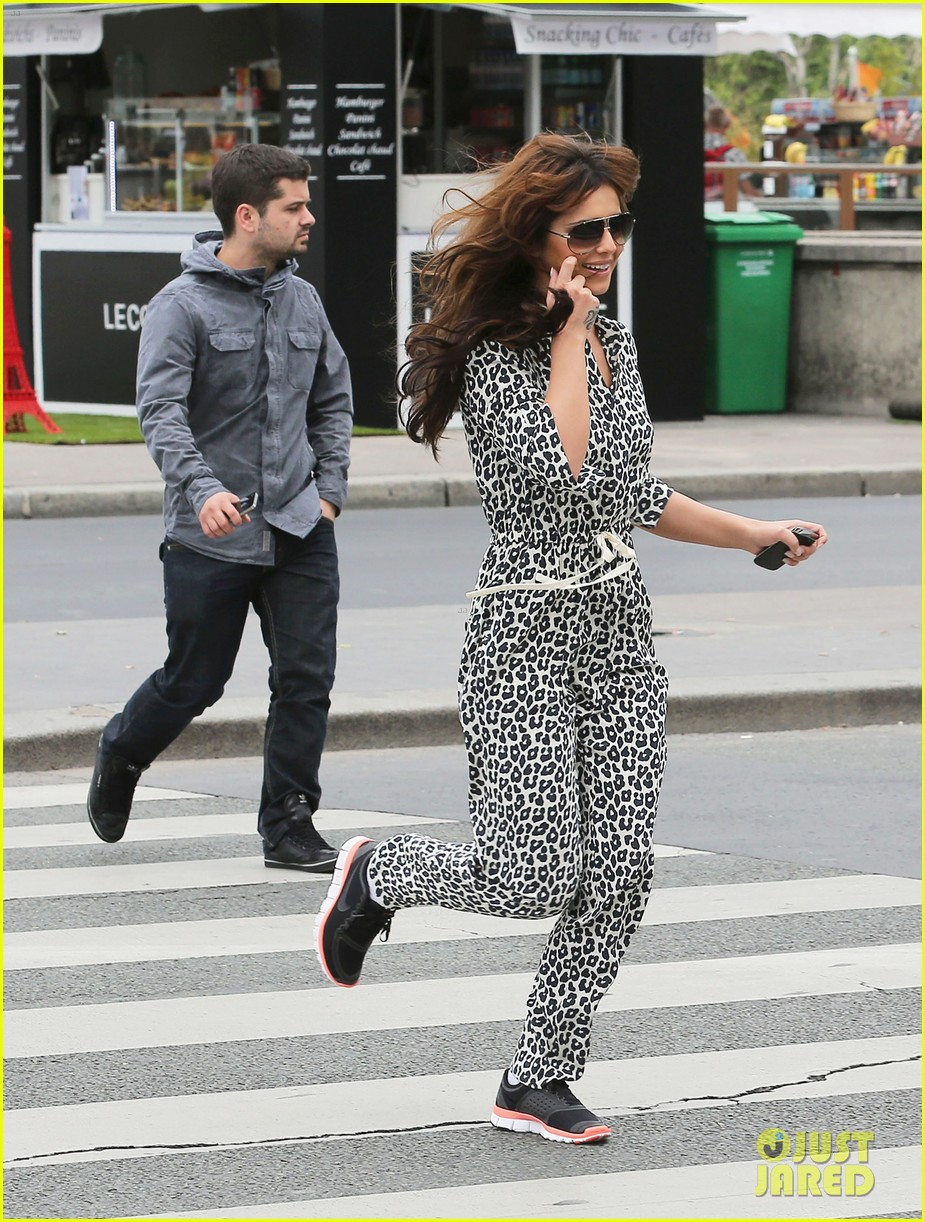 cheryl cole sightseeing in paris 11