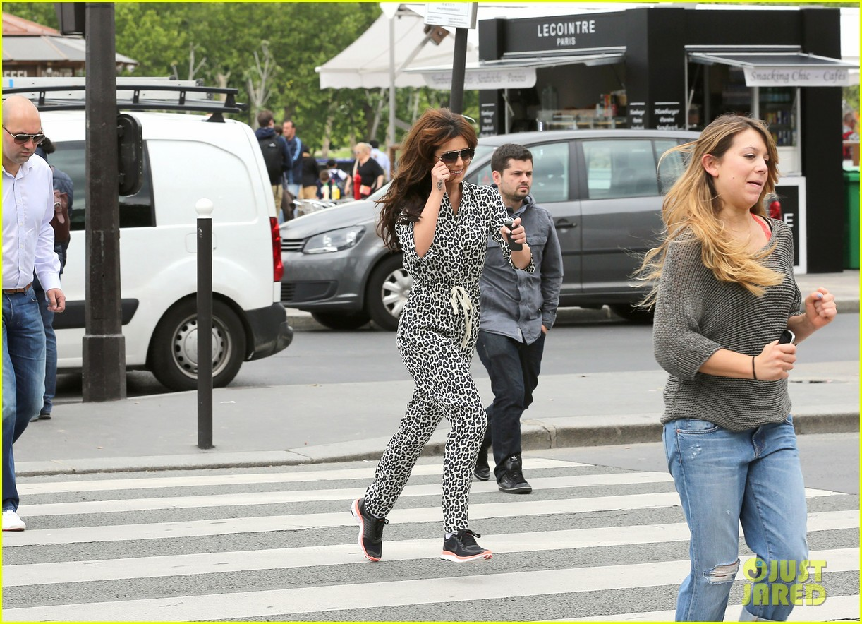 cheryl cole sightseeing in paris 13