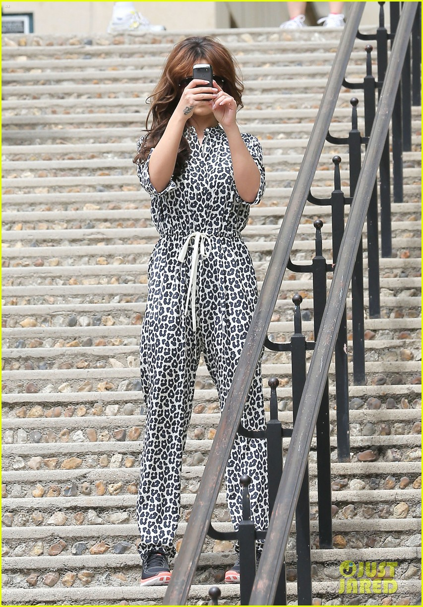 cheryl cole sightseeing in paris 17
