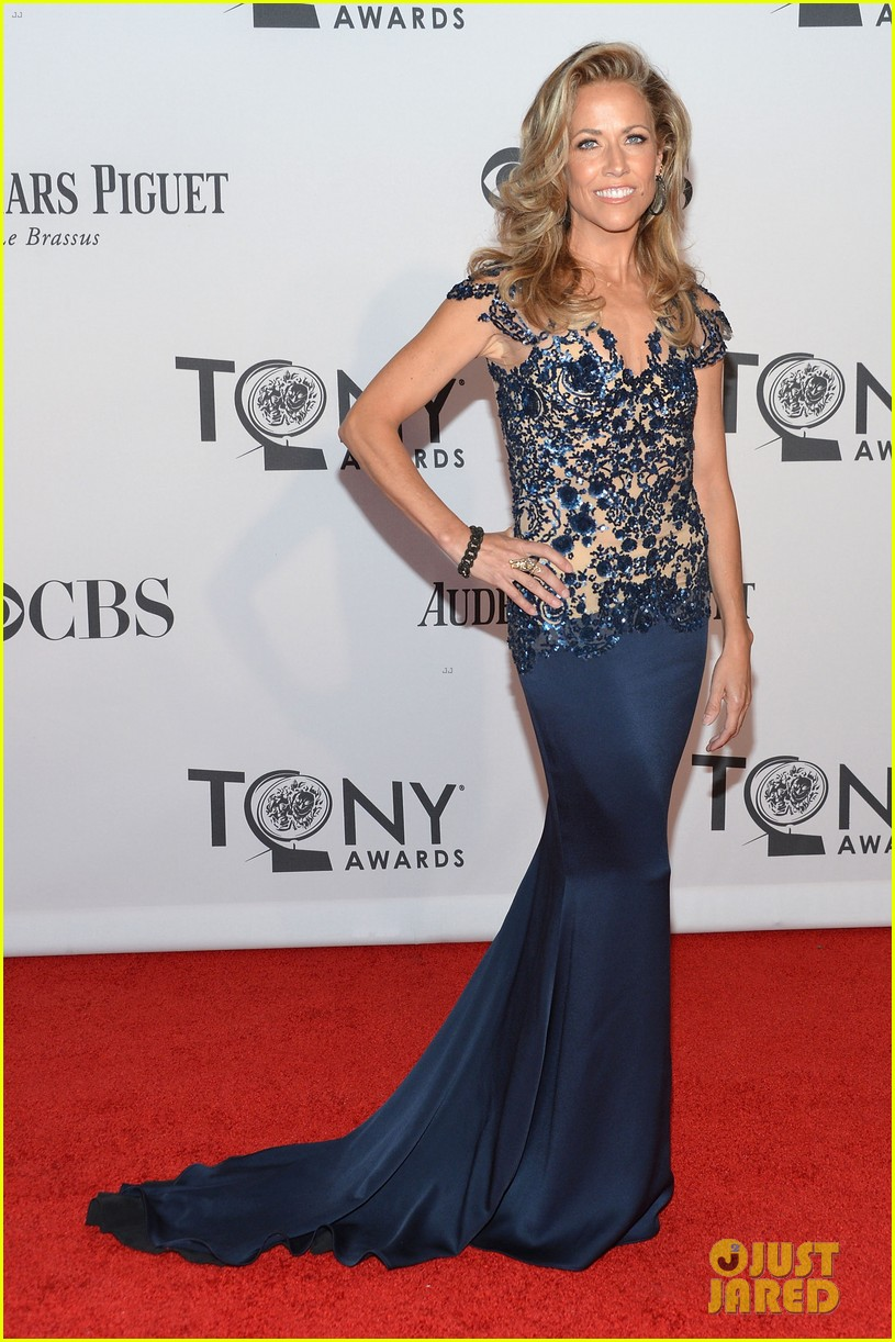 sheryl crow tony awards 2012 red carpet 01