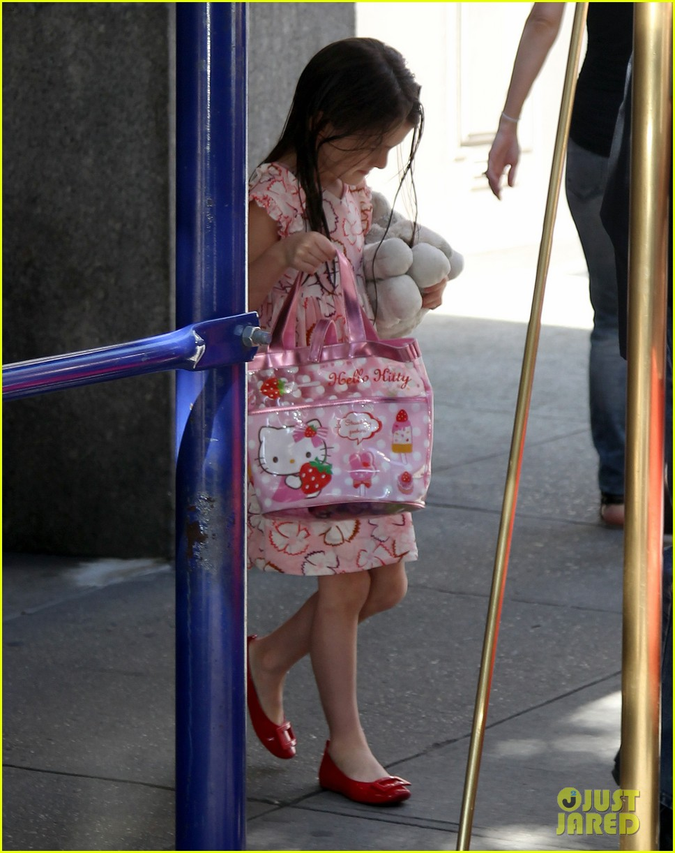 suri cruise hello kitty cutie 04