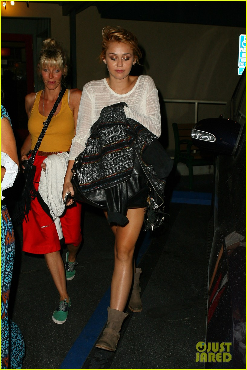 miley cyrus post engagement announcement dinner 04