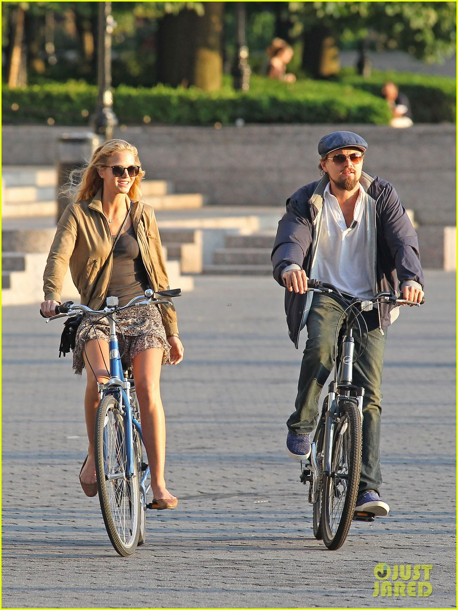 leonardo dicaprio erin heatherton biking twosome 09