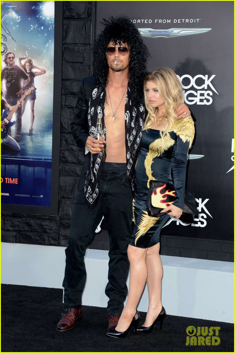 josh duhamel shirtless at rock of ages premiere with fergie 03