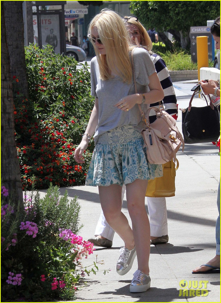 elle dakota fanning casual weekend 02