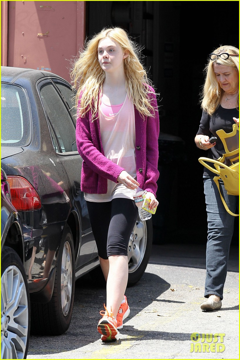 elle dakota fanning casual weekend 13