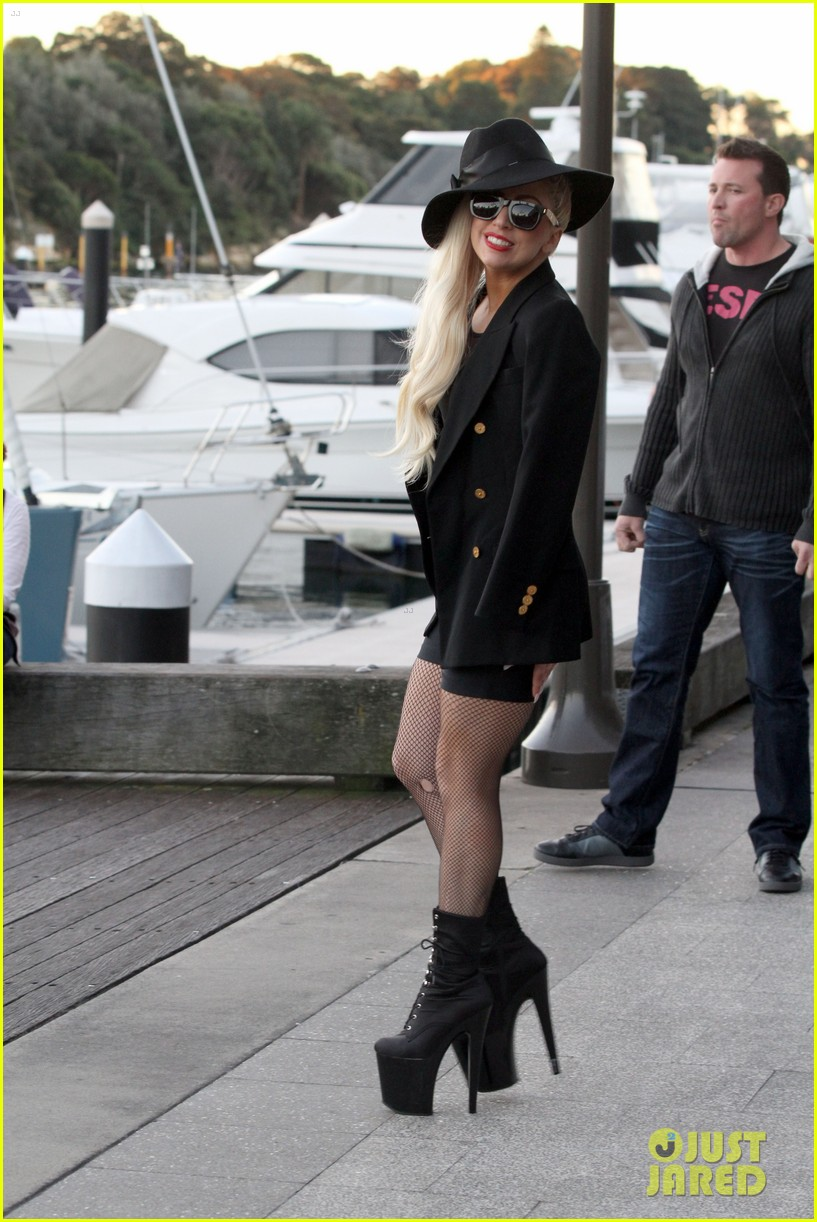 gaga leaving lunch in sydney 03