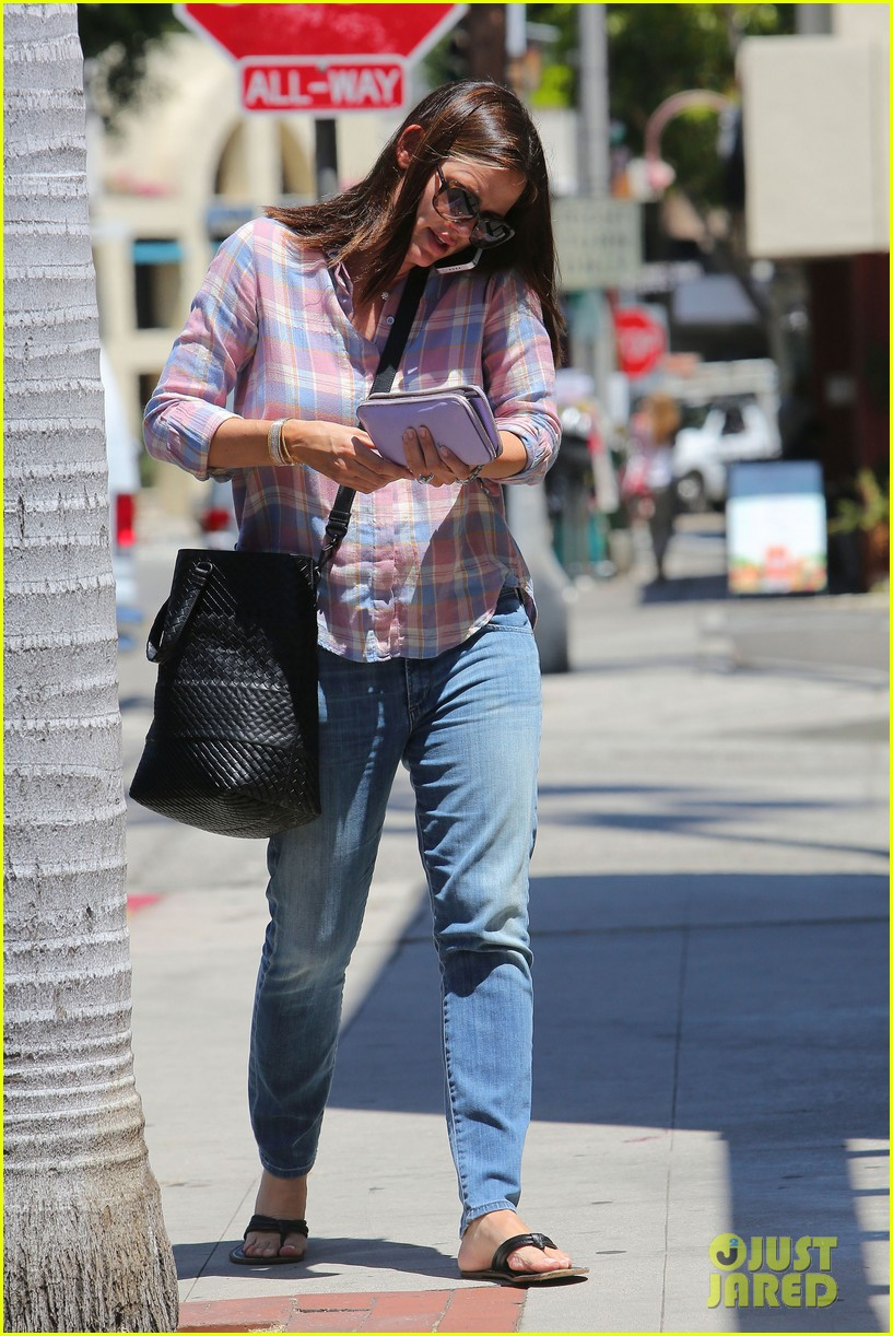 jennifer garner nail salon stop 14