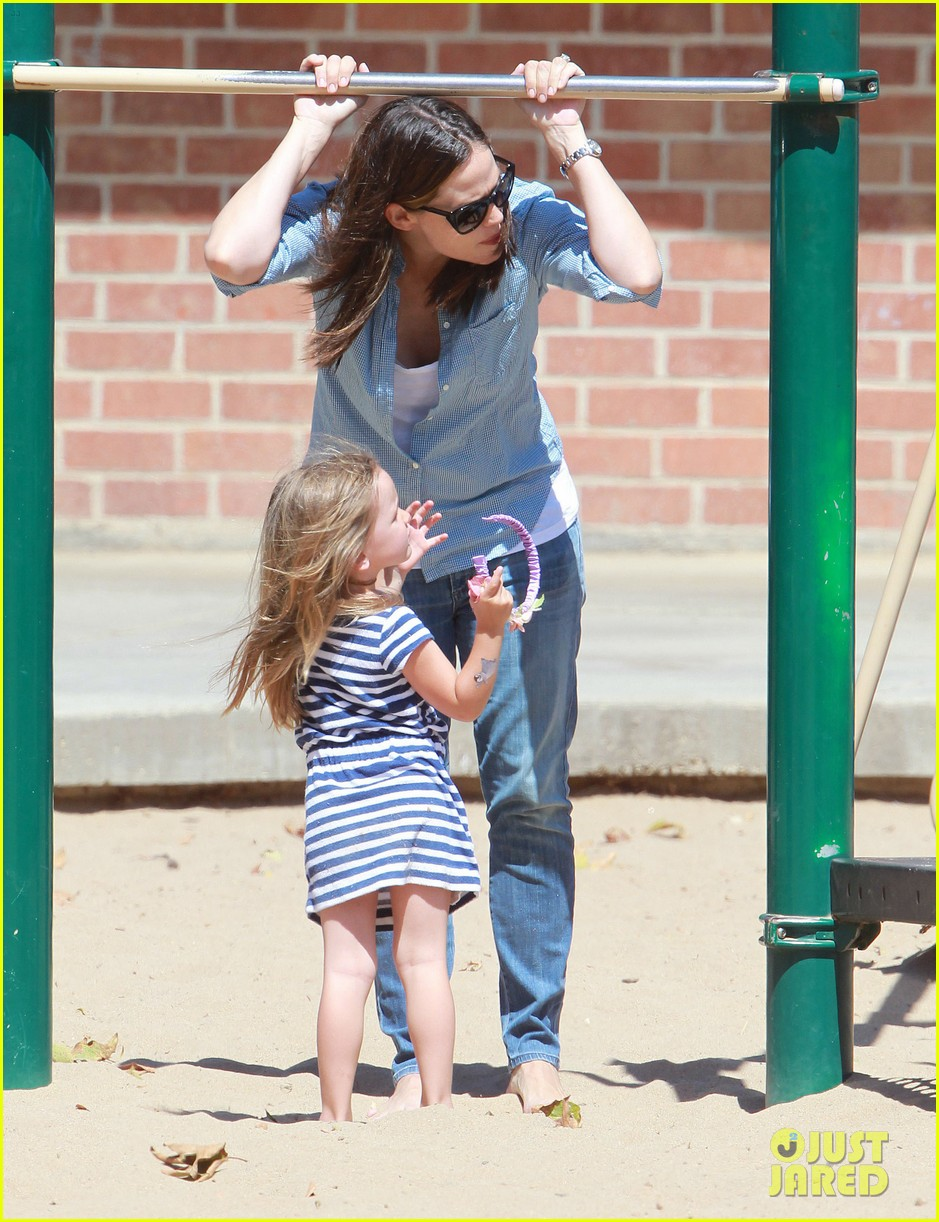 jennifer garner park with seraphina 02