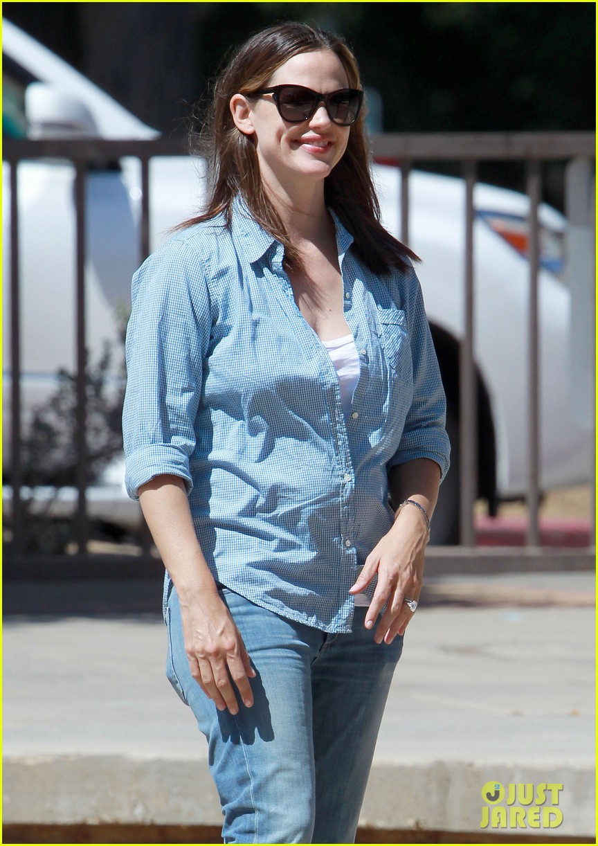 jennifer garner park with seraphina 03
