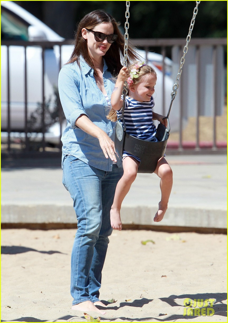 jennifer garner park with seraphina 11