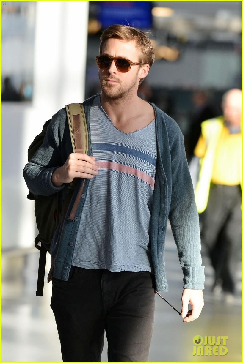ryan gosling eva mendes canada airport 062671649