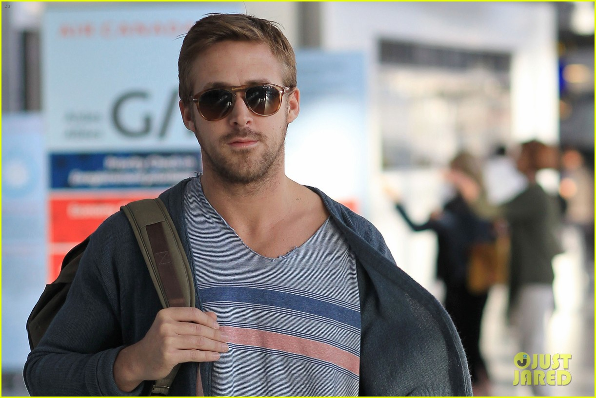 ryan gosling eva mendes canada airport 17