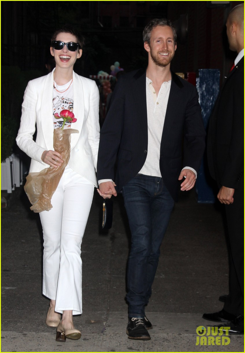 anne hathaway stella mccartney dinner with adam shulman 22