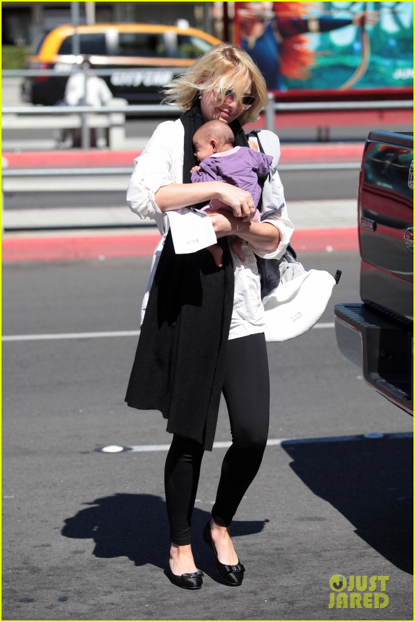 katherine heigl flying with adalaide 07