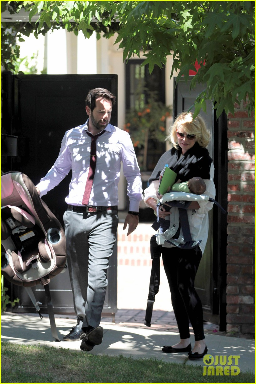 katherine heigl flying with adalaide 112680847