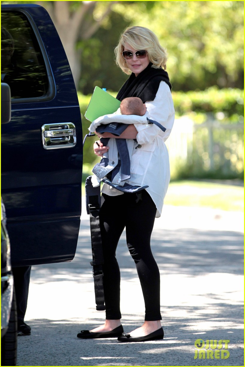 katherine heigl flying with adalaide 19