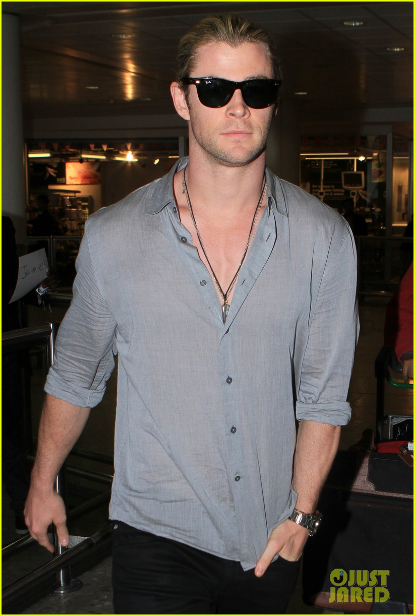 chris hemsworth landing in london 10